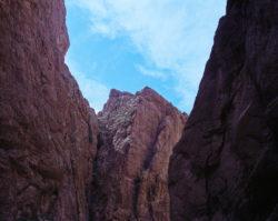 Dolina rzeki Todra, Atlas Wysoki, Maroko, marzec 2015 roku.Mamiya 7II + Sekor N 65/f4 @Kodak PORTRA 400 NEW.