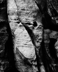 Ostaš, Czechy, 2005, Linhof Super Technika V, Nikkor-W180/f5.6, Ilford FP4+ @ Rodinal, ekspresja, abstrakt, skała, ekwiwalent, ekwiwalentność
